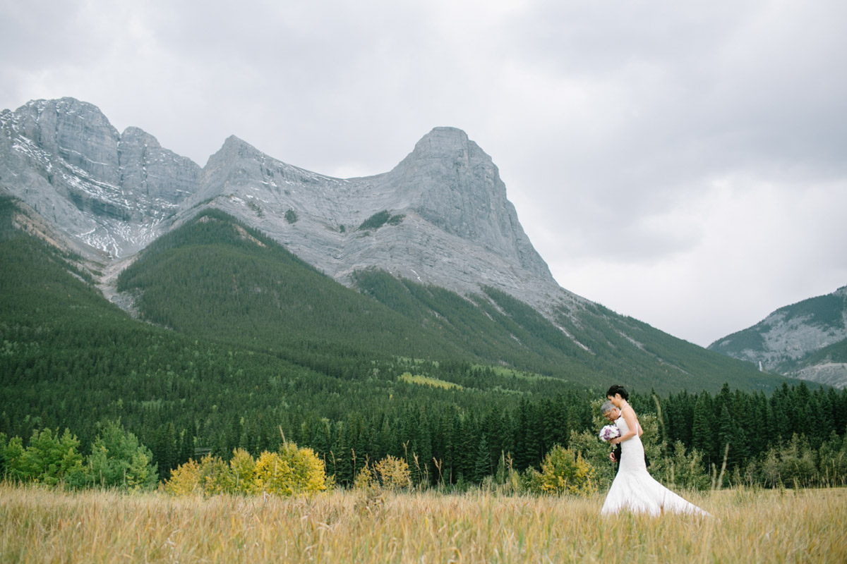 joeewong-kevin-emily-canmore-wedding-grand-rockies-silvertip-0006
